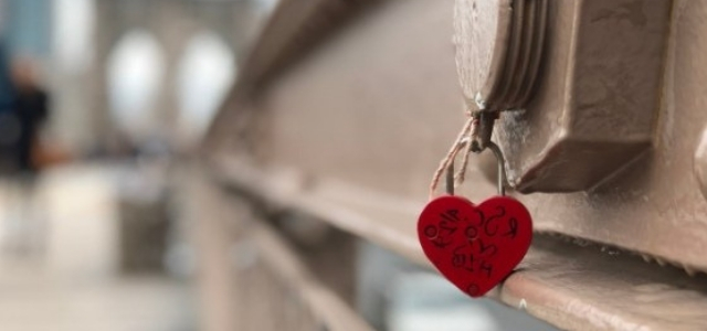 all-you-need-is-love-heart-brooklyn-bridge-featured